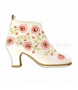 zapatos de flamenco profesionales de mujer - Begoña Cervera - Botin bordado piel blanco flores