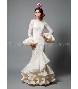 trajes de flamenca 2016 mujer - Aires de Feria - Pasarela encaje blanco