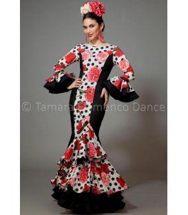 trajes de flamenca 2016 mujer - Aires de Feria - Pasarela negro blanco lunares y flores