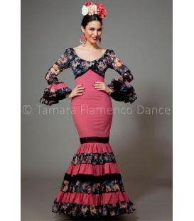 trajes de flamenca 2016 mujer - Aires de Feria - Soleares fuxia y negro con flores