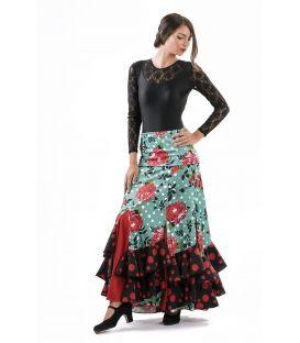 Laina Flores (escogiendo tejidos)